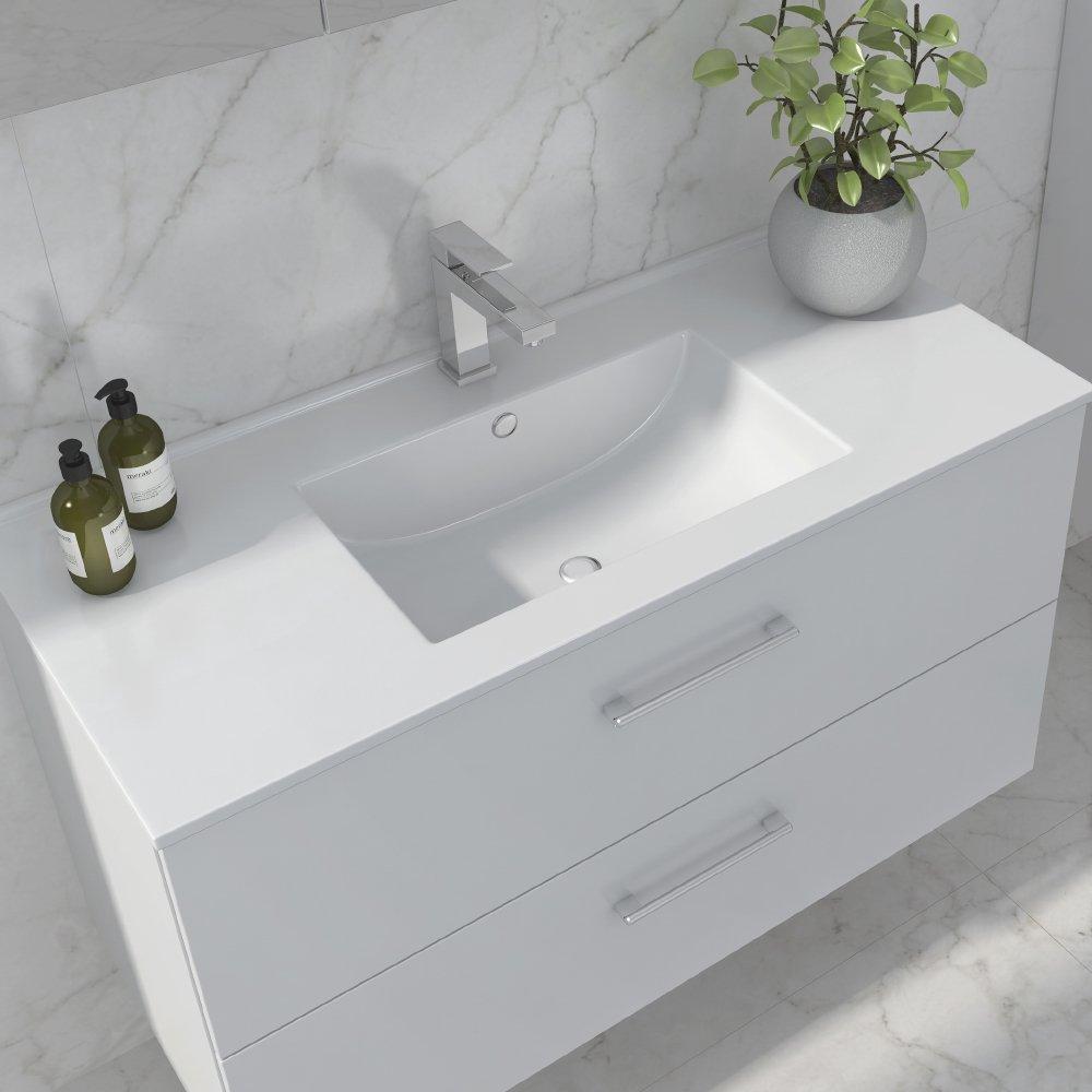 Anna baderomsmøbel 80 cm er en del av den fleksible baderomsløsningen. Kombinér med Helle topplate og velg enten Hype toppvask eller den flate integrerte Duxa hvit porselensservant.