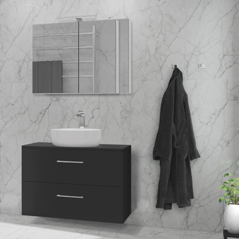 Ida speilskap i hvit matt med LED-lys er en del av den fleksible baderomsløsningen.