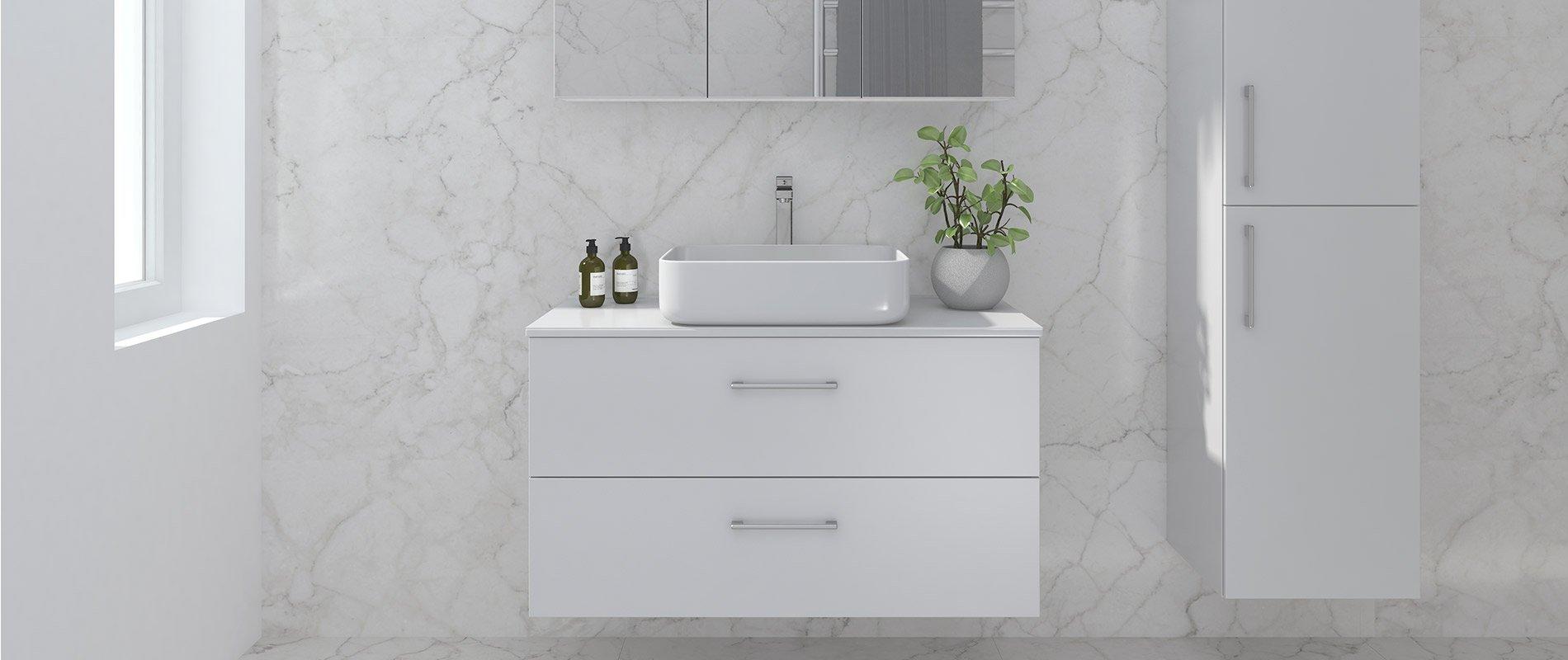 Duxa Anna baderomsmøbel i hvit utseende med forkrommet håndtak og kran
